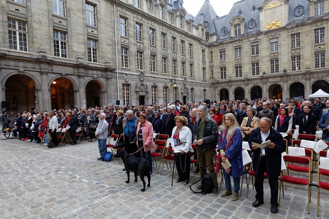 Le public a pu venir se recueillir devant les quatre grandes figures de la Résistance.  © MENESR - Philippe Devernay