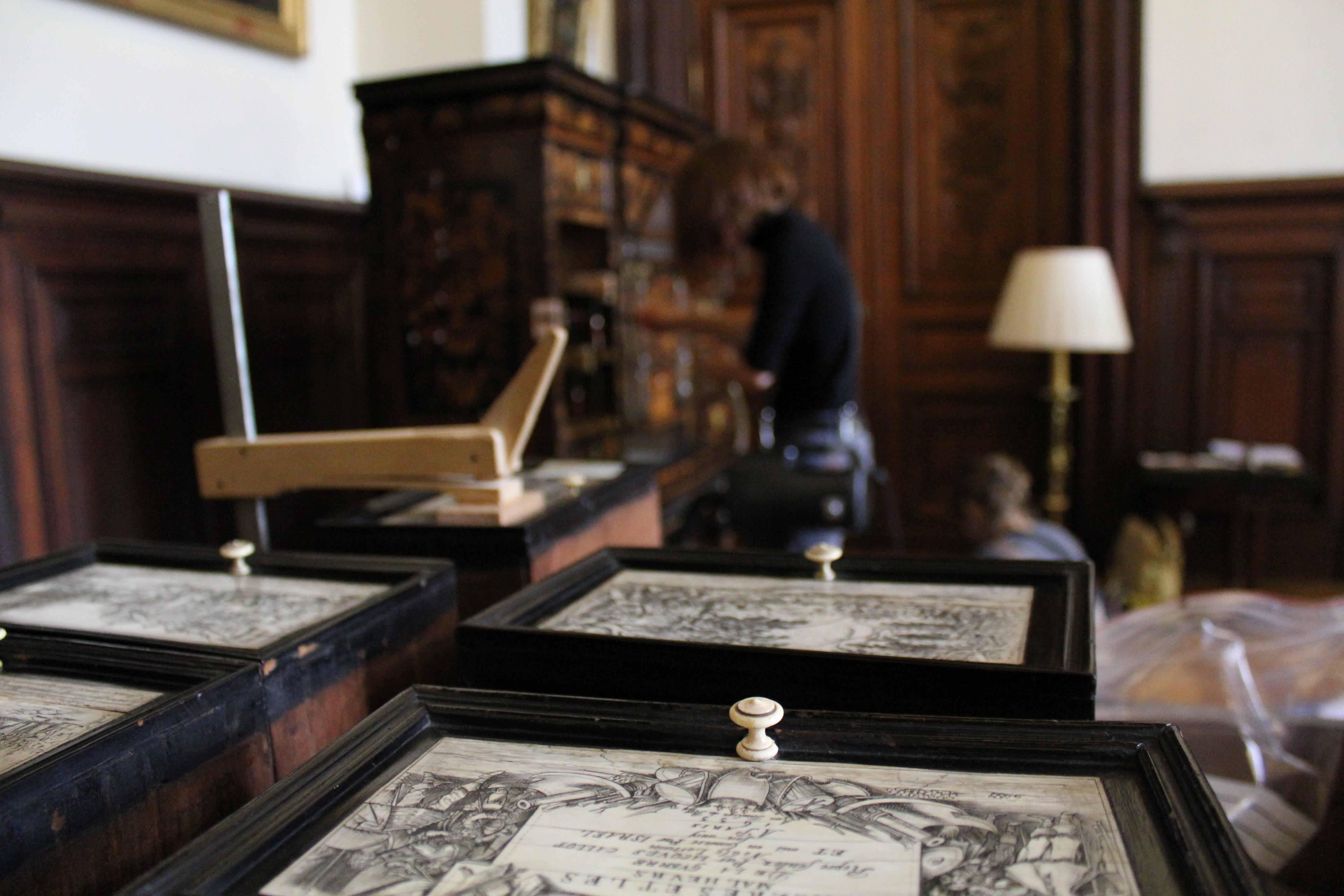 L tude du mobilier du salon richelieu confi e des for Salon restauration paris
