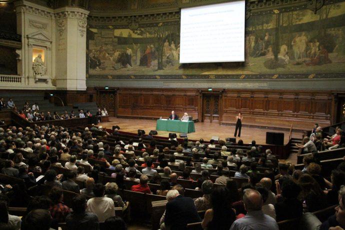 Le Grand Amphithéâtre en Sorbonne lors de l'intervention de Luc Boltanski pour la 39e conférence Marc Bloch de l'EHESS.