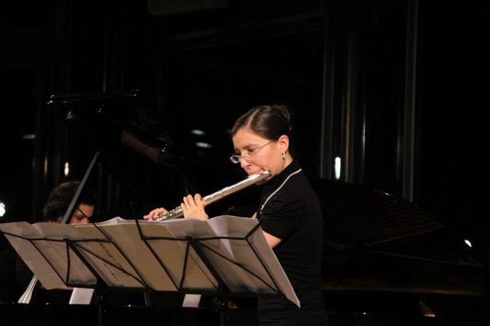 L'Ensemble Vertebrae, avec Olivia Abreu à la flûte et Anna Paolina Hasslacher au piano