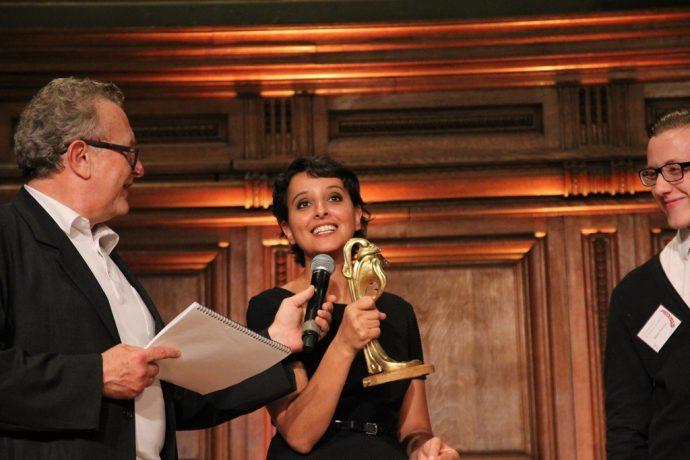 Les lauréats de la discipline fonderie ont remis à la ministre leur œuvre, la « Lampe Guimard ».