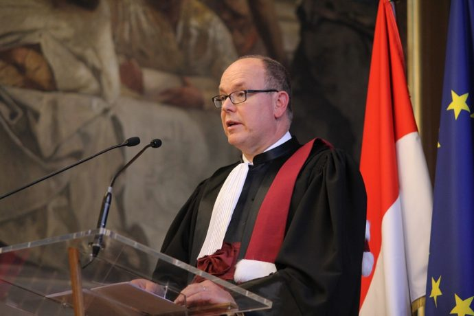 Le Prince Albert 2 de Monaco lors de son discours de remerciement durant sa remise de DHC.