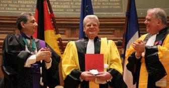 Joachim Gauck fait Docteur Honoris Causa en Sorbonne
