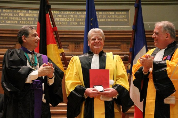 Gilles Pécout, Joachim Gauck et Barthélémy Jobert lors de la cérémonie du Doctorat Honoris Causa du Président allemand