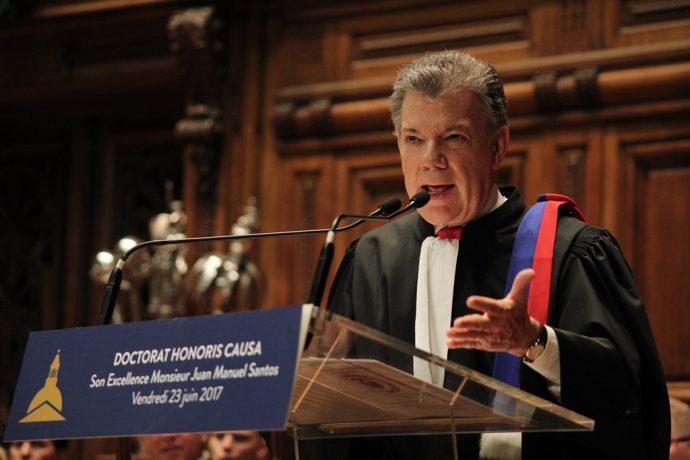 Doctorat Honoris Causa de Juan Manuel Santos : Le Président lors de son discours de remerciement.