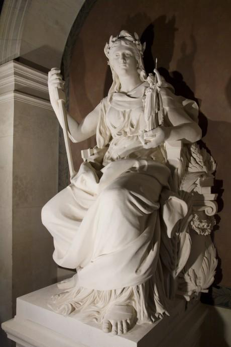 La Statue de la République après restauration, son lustre d'origine retrouvé.
