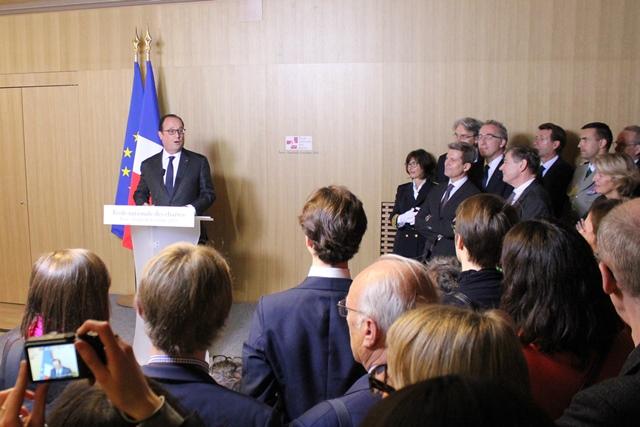 François Hollande devant les chartistes et les autorités rassemblés pour l'inauguration, le 9 octobre 2015.