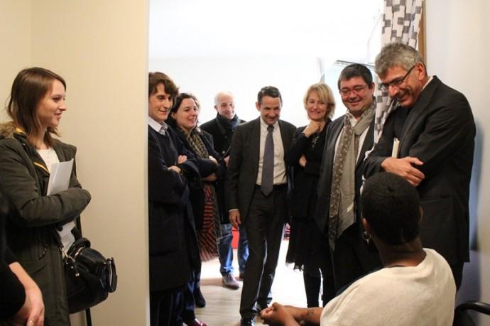 Les personnalités présentes ont rencontré certains résidents, dont Ivanka Guillaume, étudiante en 3e année de licence de japonais, à l'INALCO.