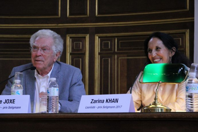 Zarina Khan, lauréate 2017 du prix Seligmann contre le racisme pour son ouvrage « La sagesse d'aimer » (éditions Hozhoni), échange avec Pierre Joxe et le public.