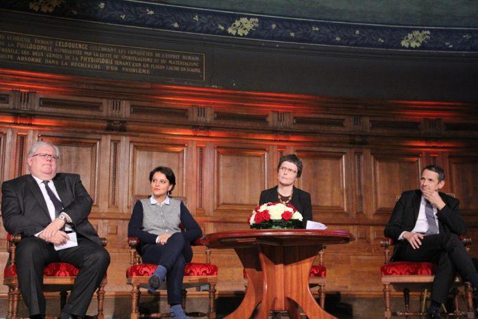 De gauche à droite, lors de la remise de la médaille d'or 2016 du CNRS en Sorbonne : Alain Fuchs, Najat Vallaud-Belkacem, Claire Voisin et Thierry Mandon