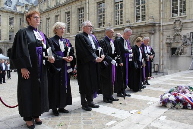 La délégation académique, emmenée par François Weil, lors de l'hommage du 27 mai.