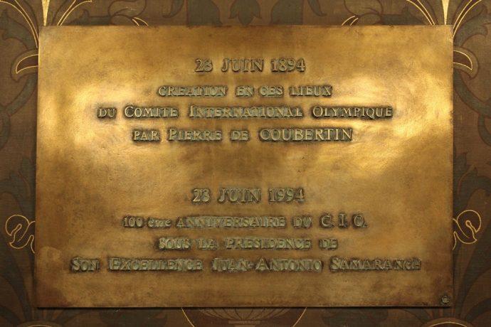 Plaque commémorative de la création du CIO dans la salle Gréard.