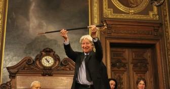 Pierre Laurens reçoit son épée d'académicien en Sorbonne