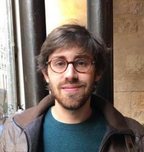 Simon Perego, lauréat du prix Henri Hertz 2018 pour sa thèse « Pleurons-les, bénissons leurs noms ». Les commémorations de la Shoah et de la Seconde Guerre mondiale dans le monde juif parisien entre 1944 et 1967 : rituels, mémoires et identités.