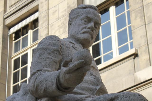 Statues_Pasteur&Hugo_restaurées (11)