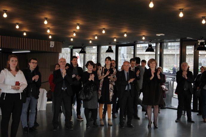 Le public lors de la remise du projet d'amélioration de la qualité de vie étudiante et de promotion sociale francilien à la barge du CROUS