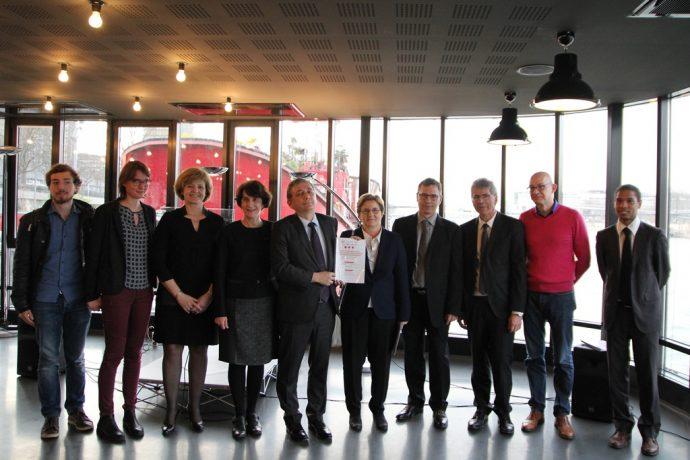 Remise aux recteurs du projet d'amélioration de la qualité de vie étudiante et de promotion sociale francilien à la barge du CROUS