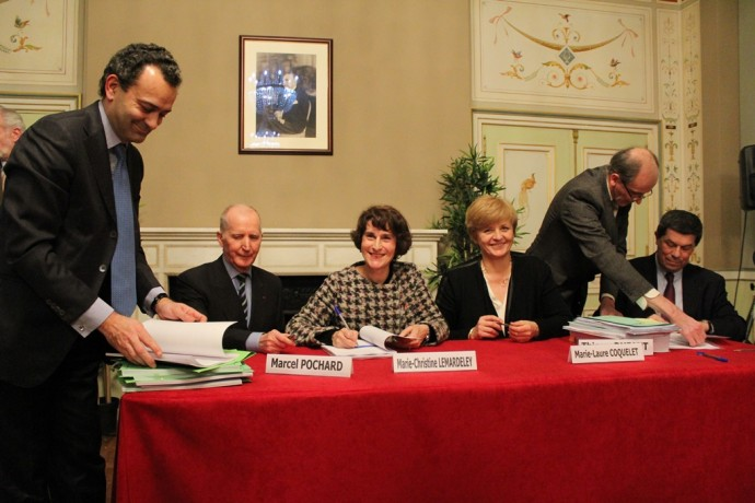 La signature des accords.