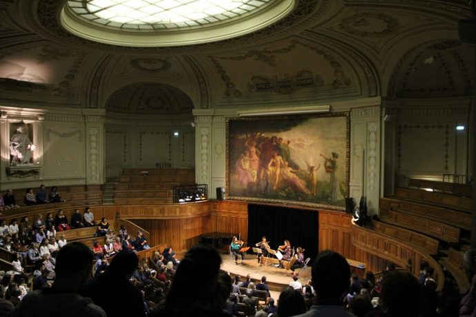 Le Quatuor à cordes Hésat de l'OCUP dans l'amphithéâtre Richelieu en Sorbonne lors des Journées européennes du patrimoine 2019.