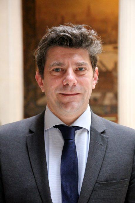 Gaspard Azema est depuis le 1er mars 2020 Secrétaire général à l'enseignement supérieur, la recherche et l'innovation de la région académique Île-de-France, Secrétaire général de l'établissement public Chancellerie des universités de Paris.