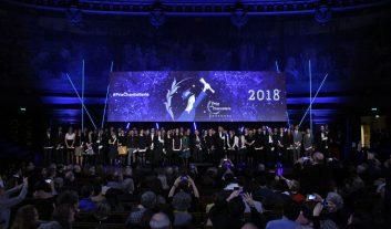 Photos de groupe finale des lauréats des prix de la Chancellerie 2018 rassemblés sur la scène du Grand Amphithéâtre en Sorbonne.