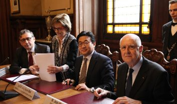 Signature en Sorbonne de l'acte d'acceptation de la donation de la Maison de la Corée de la CiuP aux universités de Paris.